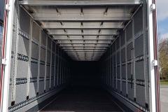 1 Achs Sattelauflieger mit Plywood Spezial Kofferaufbau, Doppelboden System und unterfalbarer Ladebordwand (1)