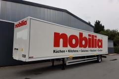 1 Achs Sattelauflieger mit Zwangslenkung, Möbel Kofferaufbau und spezieller Ladungssicherung für Sockelleisten, Bahnverladbar (1)