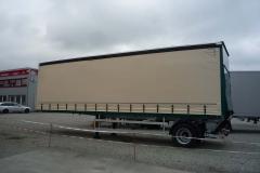 1 Achs Sattelauflieger mit Zwangslenkung und hinterschlagender Ladebordwand, Aufbau mit Schiebespannplane (1)