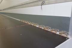 1 Achs Sattelauflieger mit Zwangslenkung und Sandwich Kofferaufbau und spezieller Ladungssicherung im Boden (1)