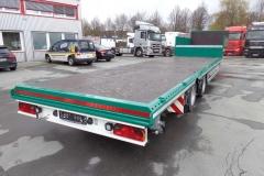 2 Achs Sattelauflieger mit Plateau Aufbau und Auffahrrampen zum Transport von Landmaschinen (2)