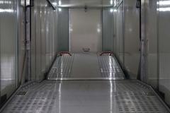 2 Achs Satterlauflieger mit einer Faltwandanlage und einem Doppelstocksystem fuer den PKW Transport (1)