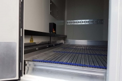 3 Achs Kühl Auflieger mit automatischen Rolltor für maximale Durchladebreite eine Unterflur Kühlmaschine und einem Lamellen Fördersystem von Cargo Floor (9)