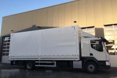 Aufbau mit Plane  Spriegel und einer hinterschlagenden Ladebordwand auf einem LKW Fahrgestell (2)