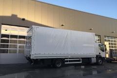 Aufbau mit Plane  Spriegel und einer hinterschlagenden Ladebordwand auf einem LKW Fahrgestell (3)
