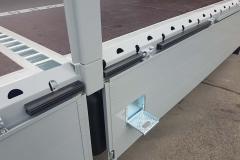Gerüstbaupritsche mit spezieller Ladungssicherung , variabel steckbar (1)