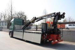 Gliederzug mit 2 Seiten Kippaufbau zum Transport von Baustoffen; LKW mit Heck Ladekran von Atlas mit Hochsitz (1)