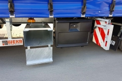 Gliederzug mit 3 Achs Drehschemel Anhänger, inkl. einer Heckverbreiterung, Aufbauffahrrampen und Überbreiteschilder für den Spezialtransport von Maschinen und Baufahrzeugen (1)