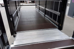 Gliederzug mit Durchladesystem, über federgestellter Überfahrklappe, Aufbau mit einem Doppelstocksystem fuer Planenaufbauten und einem Eisfreisystem (1)