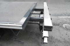 Gliederzug mit Plateau Aufbau und jeweiligen Kurbelauszug zum verlängern der Ladefläche bei LKW und Anhänger (1)