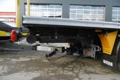 Gliederzug mit Plateau Aufbau und jeweiligen Kurbelauszug zum verlängern der Ladefläche bei LKW und Anhänger (2)