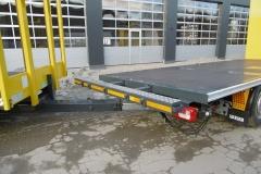 Gliederzug mit Plateau Aufbau und jeweiligen Kurbelauszug zum verlängern der Ladefläche bei LKW und Anhänger (3)