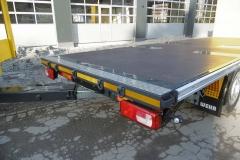 Gliederzug mit Plateau Aufbau und jeweiligen Kurbelauszug zum verlängern der Ladefläche bei LKW und Anhänger (6)