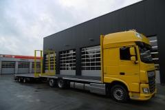 Gliederzug mit Plateau Aufbau und jeweiligen Kurbelauszug zum verlängern der Ladefläche bei LKW und Anhänger (7)