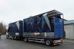 Gliederzug mit Schiebespannplanenaufbau und einem hydraulischen Hubdach zum Transport von Geflügelboxen (8)