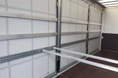Gliederzug mit Volumen Schiebespann-Planenaufbau, mit Hubdacheinrichtung und speziellen Einstecklatten zur rückwärtigen Ladungssicherung  (1)
