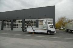 halber Planenaufbau mit Heck Ladekran von HIAB fuer den Baustoffhandel (12)