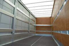 Koffer mit einer Seite Schiebeplane und spezieller Ladungssicherung (1)