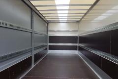 Kombi-Ankerschiene in Kofferwand und als Einstecklatte auf der Planenseite, inkl. Ladungssicherung auf dem Boden über Zurrösen und Airlineschiene (1)
