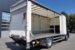LKW mit SafeServer Aufbau, Ladebordwand und in Längsrichtung verstellbarer Ladungssicherung (1)