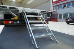 Möbel  Kofferaufbau mit ausschiebbarer Möbeltreppe (1)