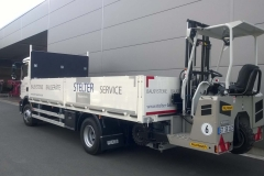 offener Bordwandaufbau mit Staplerhalterung auf LKW-Fahrgestell (2)