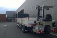offener Bordwandaufbau mit Staplerhalterung auf LKW-Fahrgestell (3)