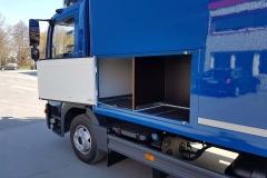 Plywood Kofferaufbau mit hinterschlagender Ladebordwand als Werkstattwagen mit einem speziellen Innenausbau (1)