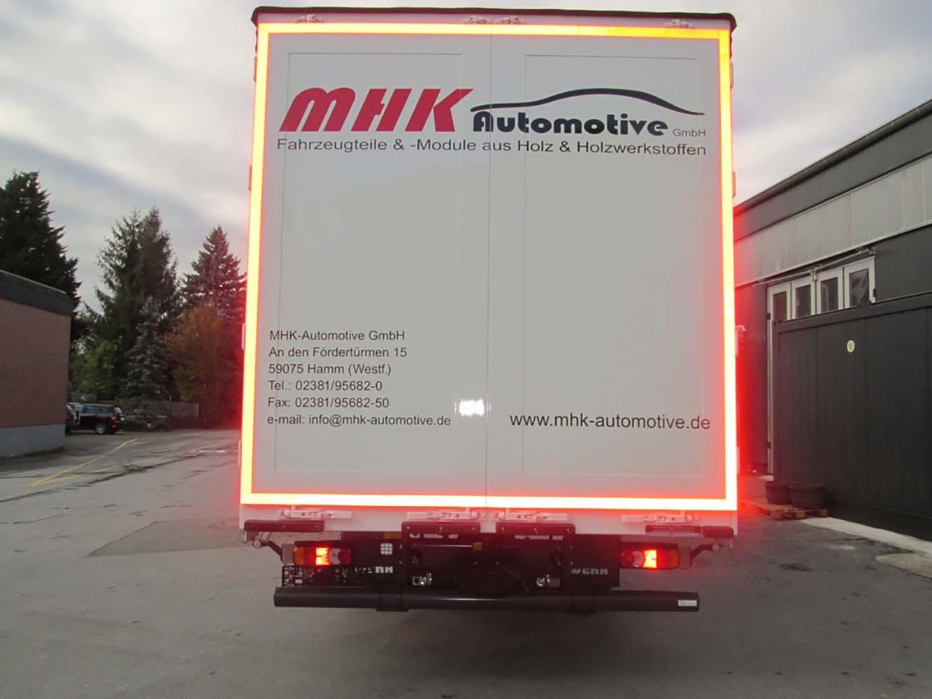 Schiebespann-Planenaufbau auf LKW Fahrgestell mit festem Planendach (2)