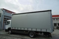 Schiebespannplanenaufbau mit Ladebordwand und ADR Zertifkat auf LKW Fahrgestell (2)
