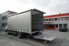Schiebespannplanenaufbau mit Ladebordwand und ADR Zertifkat auf LKW Fahrgestell (4)