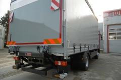 Schiebespannplanenaufbau mit Ladebordwand und ADR Zertifkat auf LKW Fahrgestell (1)