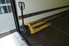 Sicherung eines Hubwagens auf der Ladefläche über ein Spannstück (1)