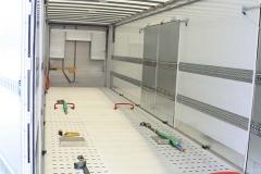 speziell gelochter Boden zur Ladungssicherung fuer PKWs (1)