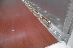 spezielle Airlineschiene im Möbelkoeffer zum Sichern von Ladung auf dem Boden, ausgelegt für 2 to. Spanngurte