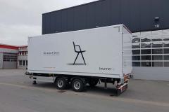 Tandemanhänger mit Schlüsselloch Kofferaufbau und Durchladefunktion für eintauchende Ladebordwand vom ziehen LKW (1)
