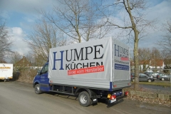 Verdeckgestell auf einer Werkspritsche mit spezieller Ladungssicherung für den Neumöbeltransport (3)