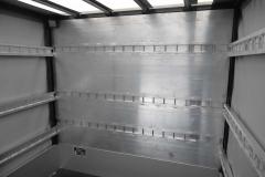 Verdeckgestell auf einer Werkspritsche mit spezieller Ladungssicherung für den Neumöbeltransport (1)