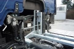 Wechselrahmen auf LKW Fahrgestell mit klappbarem Frontanschlag, ohne Höhenverstellung als Segmentrahmen (1)